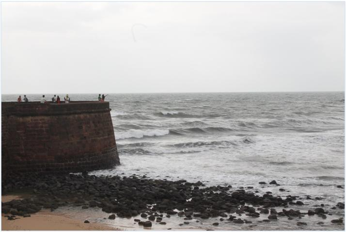 Best beaches in Goa , Goa is best explores if you hike a scooter and walk along the sea coast on the sandy beaches. Explore the beautiful sea life, enjoy some hot snacks and sip cool beverages right on the beach shacks. You can also buy property in Goa from Goa Villa Estate . #goa #beaches #investment #propertyinGoa #calangute #candolim #SinQ